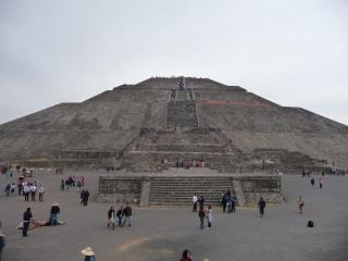 Pyramída Slnka v Teotihuacane