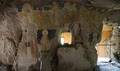 Kostol sv. Bohorodičky vytesaný v skale neďaleko dediny Ivanovo