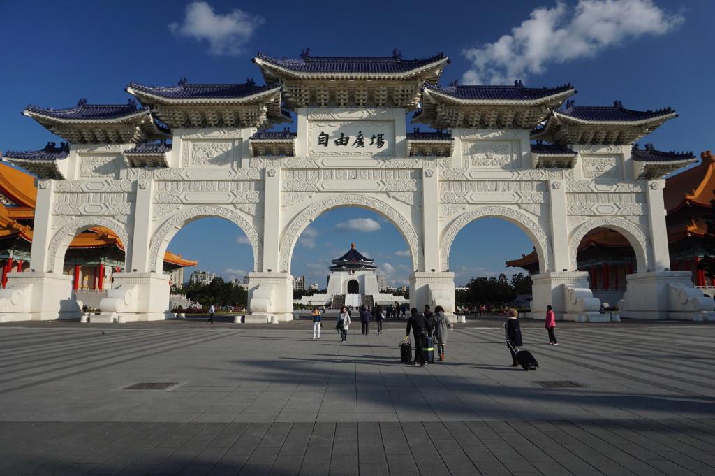 Hlavná brána pred Čankajškovým memoriálom