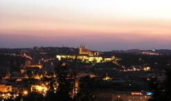 Pohľad na nočnú Prahu z Vítkova