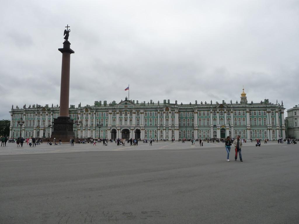 Zimný palác a galéria Ermitáž v Petrohrade