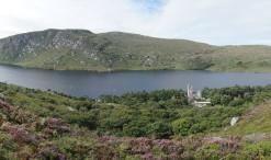 Národný park Glenveagh spolu so zámkom rovnakého mena, stojacim nad jazerom Veagh