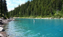 Jazero Garibaldi v rovnomennom provinčnom parku Garibaldi