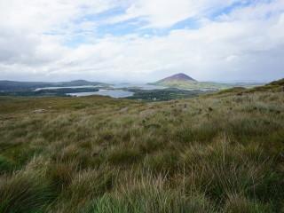 Pobrežie Atlantiku v Connemare v Írsku, pohľad z Diamantovej hory (Diamond Hill)