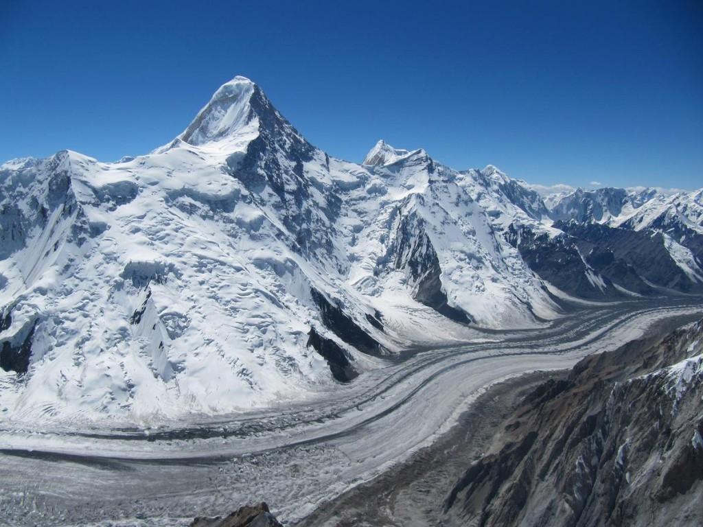 Hora Chan Tengri na hraniciach Kirgizska (Zdroj: Wikipedia)
