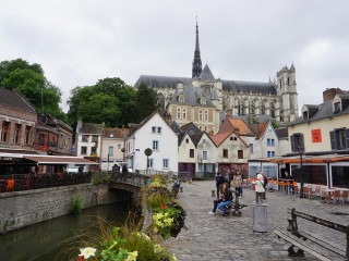 Katedrála v Amiens pri pohľade z námestia Place du Don